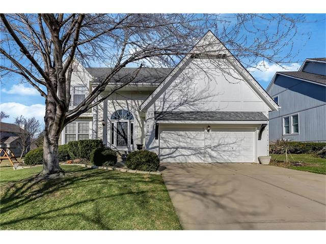 8416 W 145 Terrace, Overland Park, KS 66223 (#2083140) :: Vogel Team