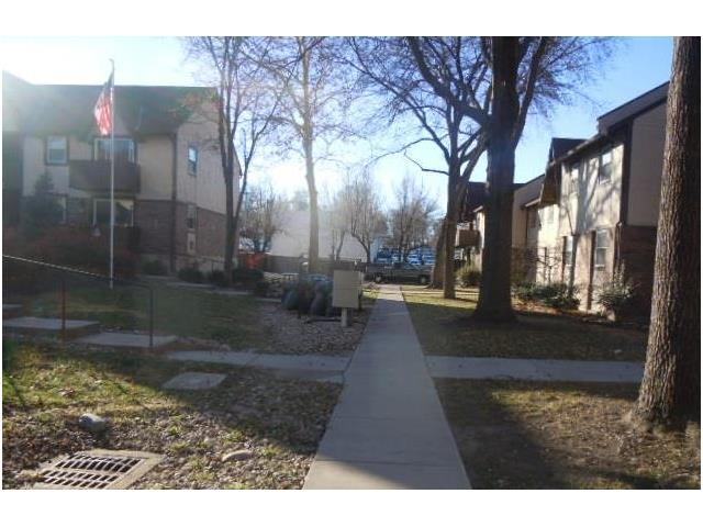 6216 Robinson #1 Street, Overland Park, KS 66202 (#2083189) :: Edie Waters Team