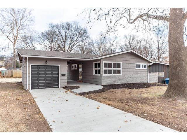 6104 W 76th Place, Prairie Village, KS 66204 (#2083216) :: Vogel Team