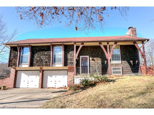7116 NW Amity Avenue, Kansas City, MO 64152 (#2083298) :: Edie Waters Team