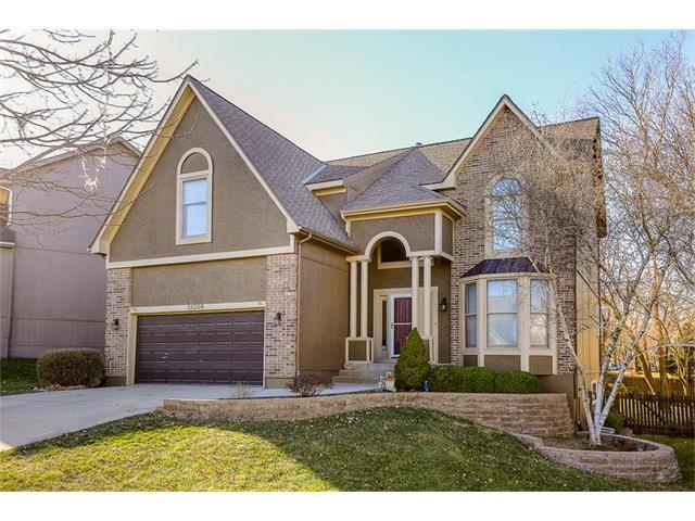 12208 Hemlock Street, Overland Park, KS 66213 (#2083345) :: Tradition Home Group
