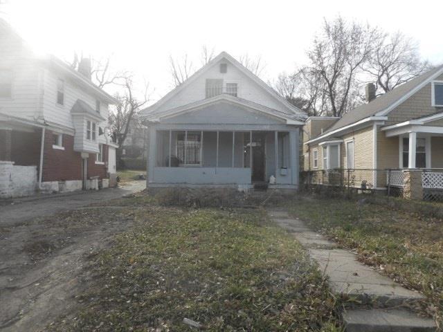 3231 E 27th Street, Kansas City, MO 64127 (#2083393) :: Edie Waters Team