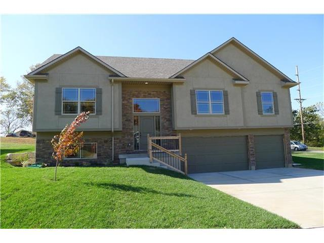 642 SW Gateway Court, Grain Valley, MO 64029 (#2083411) :: Tradition Home Group