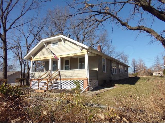 223 Highview Avenue, Bonner Springs, KS 66012 (#2083489) :: Edie Waters Team