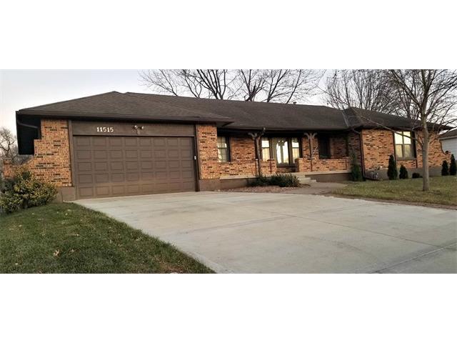 11515 N Main Street, Kansas City, MO 64155 (#2083517) :: Edie Waters Team
