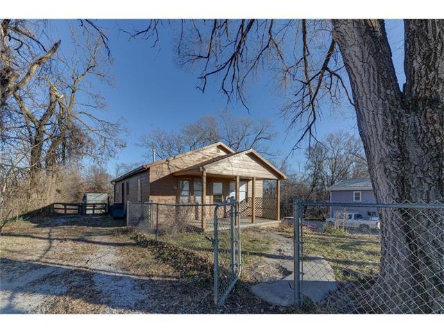 7640 Tauromee Avenue, Kansas City, KS 66112 (#2083536) :: Carrington Real Estate Services