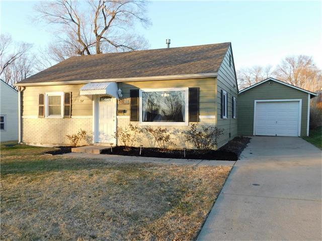 2410 NE 58th Terrace, Kansas City, MO 64118 (#2083544) :: Edie Waters Team