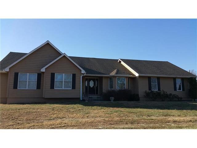 4165 Country Squire Road, Oak Grove, MO 64075 (#2083580) :: Edie Waters Team