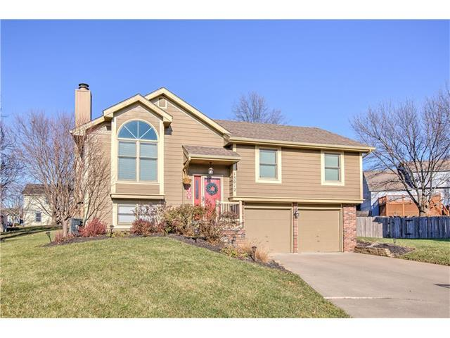 15012 W 124th Street, Olathe, KS 66062 (#2083585) :: Edie Waters Team