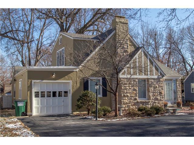 5717 Nall Avenue, Roeland Park, KS 66202 (#2084885) :: Char MacCallum Real Estate Group