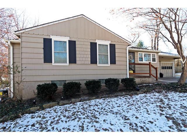 4717 W 77th Place, Prairie Village, KS 66208 (#2084962) :: Char MacCallum Real Estate Group