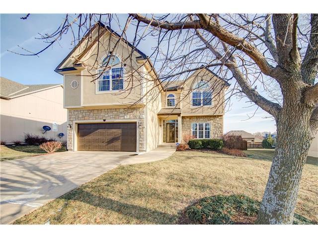 207 Lakeview Drive, Louisburg, KS 66053 (#2085074) :: Edie Waters Team