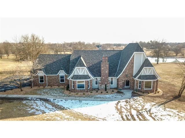 6401 W 181st Street, Stilwell, KS 66085 (#2085396) :: Char MacCallum Real Estate Group