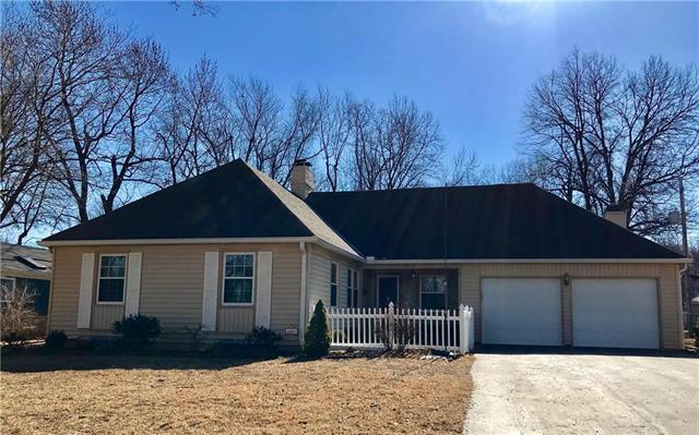 3615 W 83rd Terrace, Prairie Village, KS 66206 (#2086071) :: Edie Waters Team