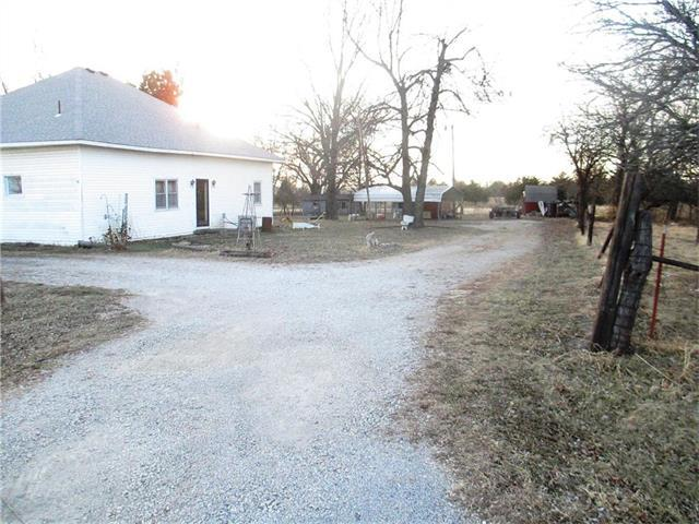 34656 Cedar Niles Road, Paola, KS 66071 (#2086164) :: Char MacCallum Real Estate Group
