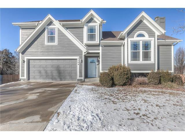 7704 W 156th Place, Overland Park, KS 66223 (#2086367) :: Char MacCallum Real Estate Group
