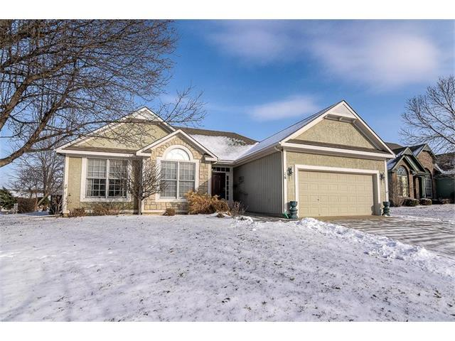 16 Holly Lane, Paola, KS 66071 (#2086405) :: Char MacCallum Real Estate Group