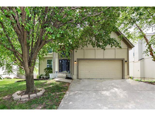 13223 Carter Street, Overland Park, KS 66213 (#2086409) :: Char MacCallum Real Estate Group