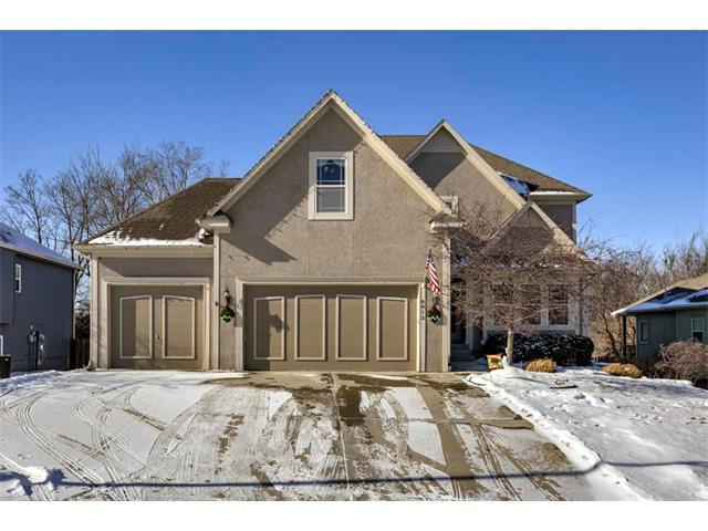 8812 N St Clair Avenue, Kansas City, MO 64154 (#2086444) :: Edie Waters Team