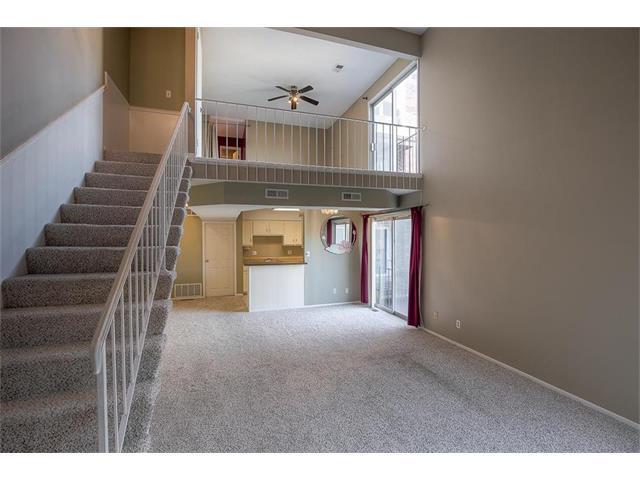 9618 Perry Lane B, Overland Park, KS 66212 (#2086449) :: Char MacCallum Real Estate Group