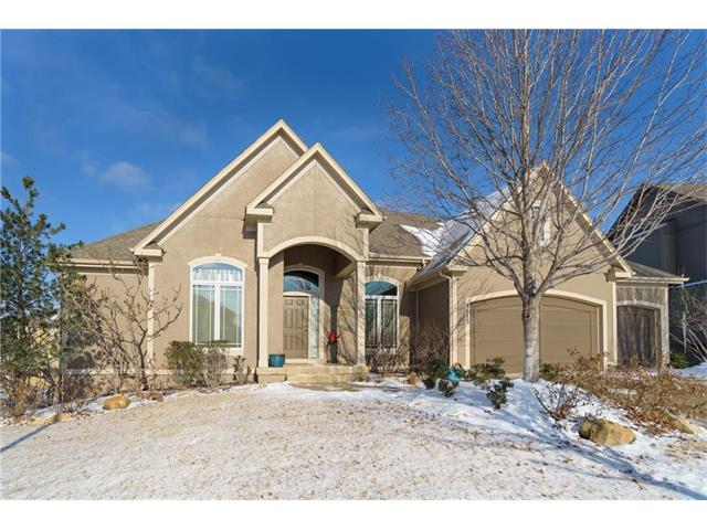 9615 Belmont Drive, Lenexa, KS 66227 (#2086465) :: Char MacCallum Real Estate Group