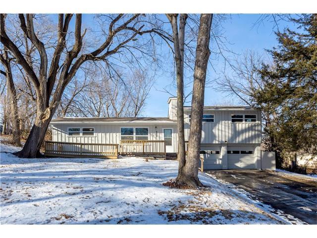 6922 NW 68th Terrace, Kansas City, MO 64152 (#2086614) :: Edie Waters Team