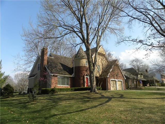 12709 Pawnee Lane, Leawood, KS 66209 (#2086617) :: The Shannon Lyon Group - Keller Williams Realty Partners