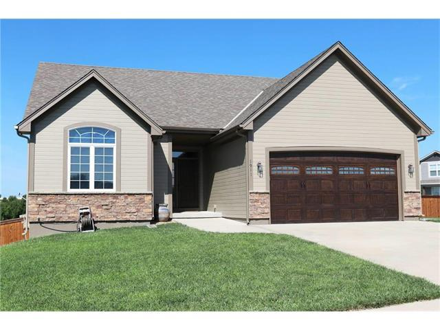 1911 Owen Drive, Pleasant Hill, MO 64080 (#2086771) :: Edie Waters Team