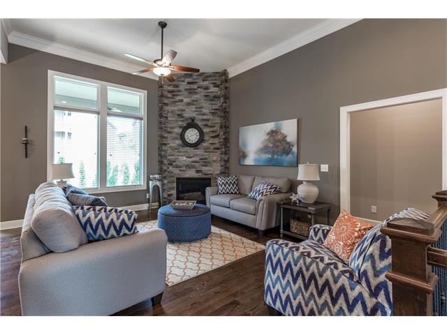 9845 Hollis Lane, Lenexa, KS 66227 (#2086773) :: The Shannon Lyon Group - Keller Williams Realty Partners