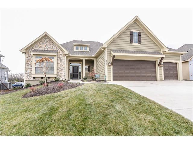 24085 W 98th Street, Lenexa, KS 66227 (#2086841) :: The Gunselman Team