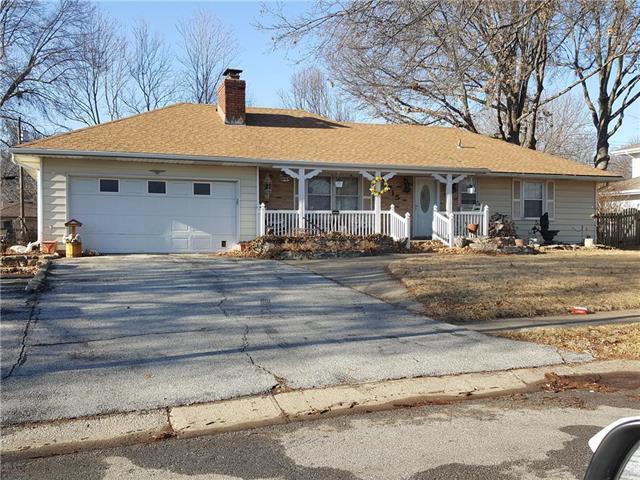 715 NW 5th Street, Blue Springs, MO 64014 (#2087192) :: Edie Waters Team