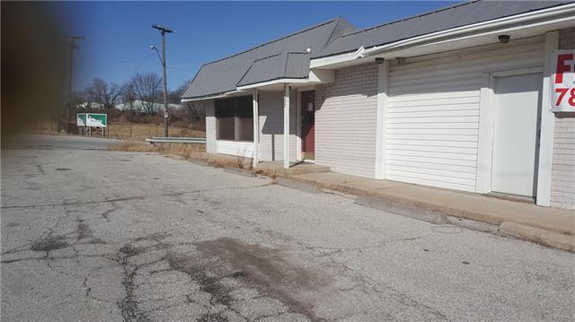 8305 Hickman Mills Drive, Kansas City, MO 64132 (#2087296) :: HergGroup Kansas City