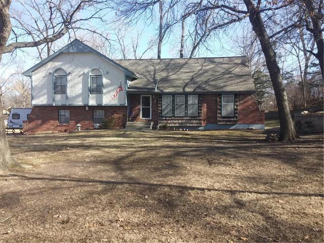 5612 NW Oakridge Court, Platte Woods, MO 64151 (#2087594) :: Edie Waters Team