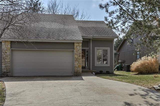 10809 W 115th Place, Overland Park, KS 66210 (#2087875) :: NestWork Homes