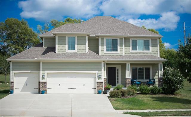 1202 Hampton Drive, Raymore, MO 64083 (#2087979) :: Edie Waters Team