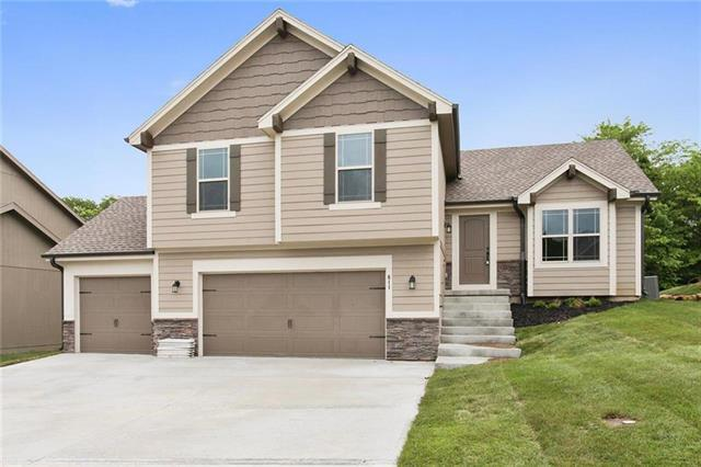 12504 Live Oak Circle, Peculiar, MO 64078 (#2088150) :: Edie Waters Team