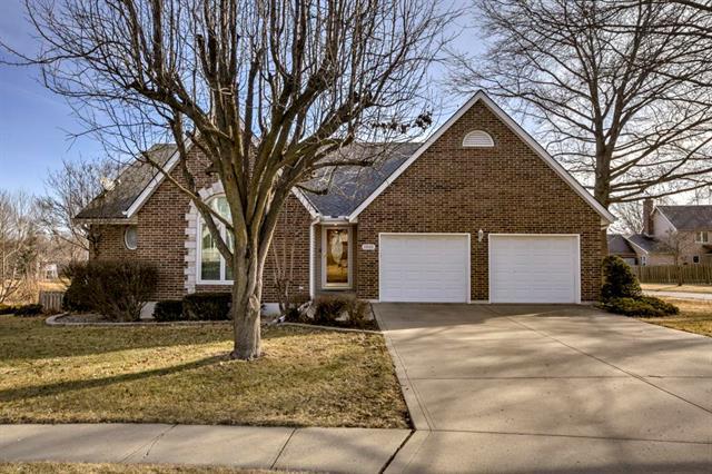 1900 NE Waterfield Lane, Blue Springs, MO 64014 (#2088372) :: Edie Waters Team