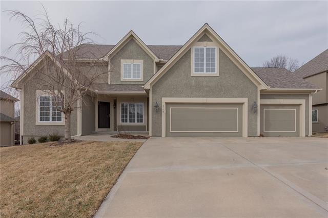 6140 NW Hickory Place, Parkville, MO 64152 (#2089303) :: Edie Waters Team