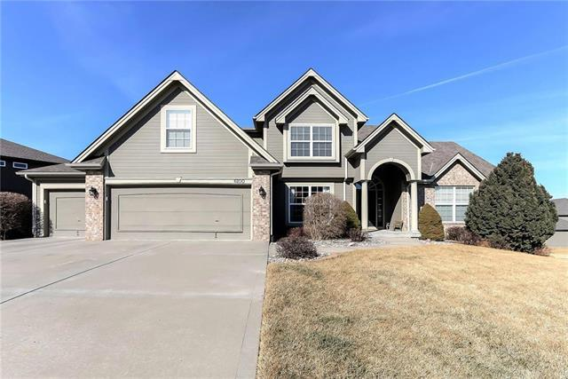 6100 NW 93rd Street, Kansas City, MO 64154 (#2089606) :: Edie Waters Team
