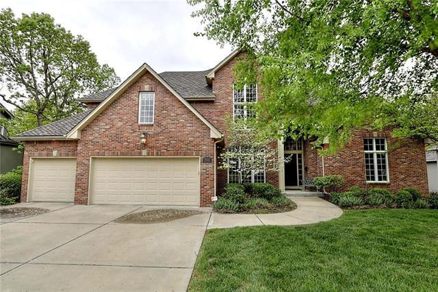 8102 Forest Park Drive, Parkville, MO 64152 (#2089851) :: Tradition Home Group