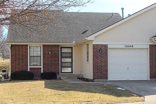 12049 Earnshaw Street, Overland Park, KS 66213 (#2089875) :: The Shannon Lyon Group - Keller Williams Realty Partners