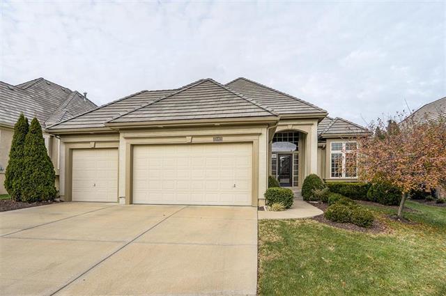 15019 Ash Street, Leawood, KS 66224 (#2089894) :: NestWork Homes