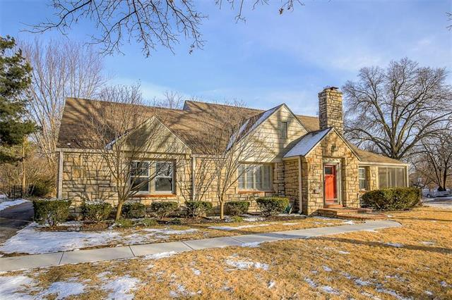 8133 Lee Boulevard, Leawood, KS 66206 (#2089979) :: NestWork Homes
