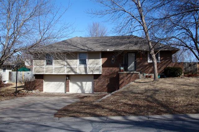 2409 SW Paris Drive, Blue Springs, MO 64015 (#2090060) :: NestWork Homes