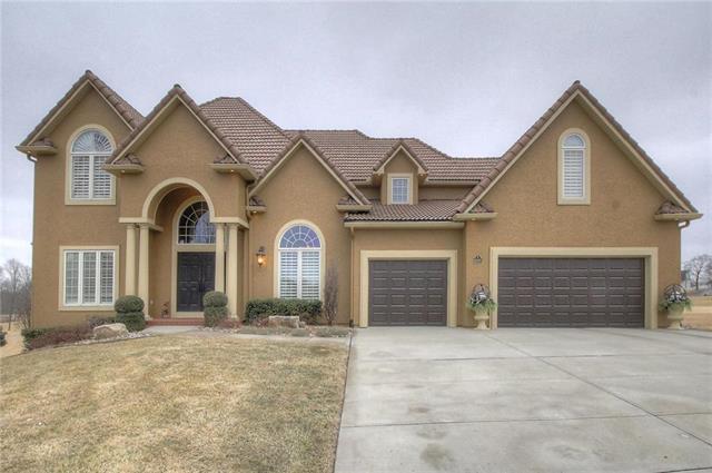 10001 N Revere Court, Kansas City, MO 64154 (#2090110) :: Char MacCallum Real Estate Group