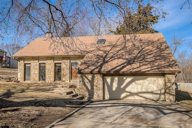 6908 Millridge Street, Shawnee, KS 66218 (#2090112) :: NestWork Homes