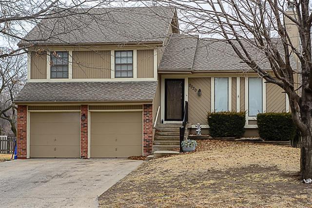 2330 W Post Oak Road, Olathe, KS 66061 (#2090154) :: NestWork Homes