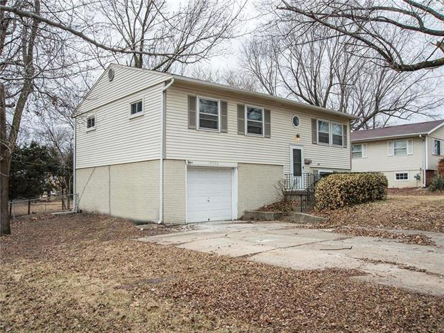10022 Antioch Road, Overland Park, KS 66212 (#2090167) :: NestWork Homes