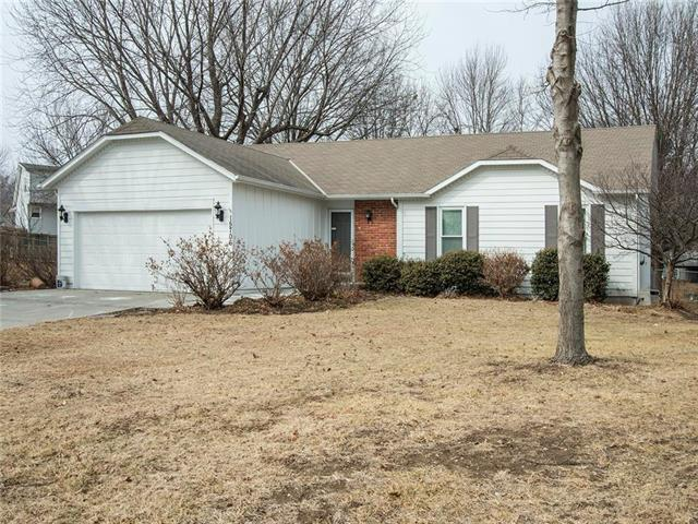 15706 W 126TH Street, Olathe, KS 66062 (#2090220) :: NestWork Homes