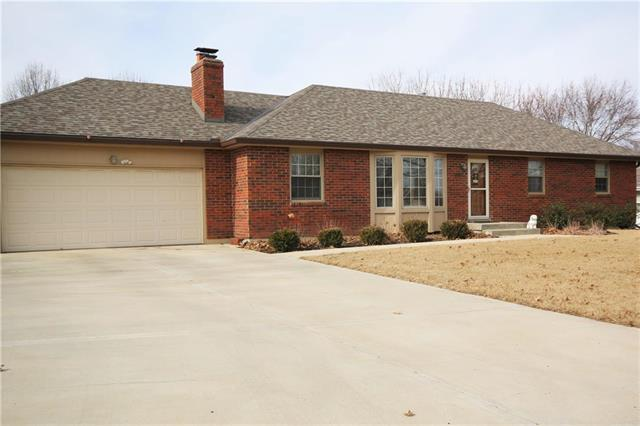 1200 Outlook Drive, Harrisonville, MO 64701 (#2090435) :: Edie Waters Team